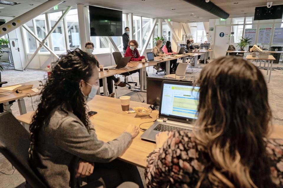 De computers waarmee in Den Helder wordt gewerkt zijn 'stand alone'. Ze zijn niet verbonden met het internet en kunnen dus niet gehackt worden.