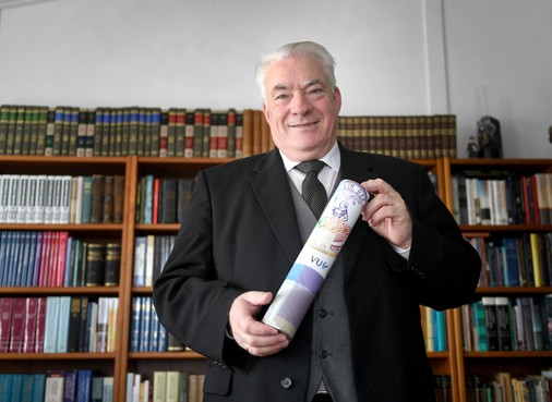 Helderse Willem Korving is 66 jaar en net klaar op de universiteit; 'Hoofdpijn van les Hebreeuws in het Frans met je vragen in het Engels'