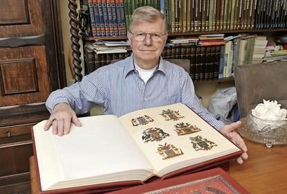 Adelboek uit de hooiberg gered bij chateau Marquette in Heemskerk