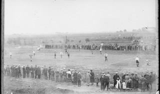 Regionale voetbalclubs kijken niet op een jaar als het officiële oprichtingsdatum betreft, schrijft Wilbert Korevaar in zijn boek 'Een gejuich davert langs de velden'