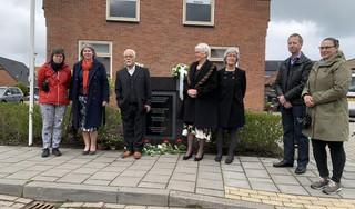 Koggenland eert verzetsmannen met nieuwe gedenkplaat. Emotioneel moment nabestaanden [video]