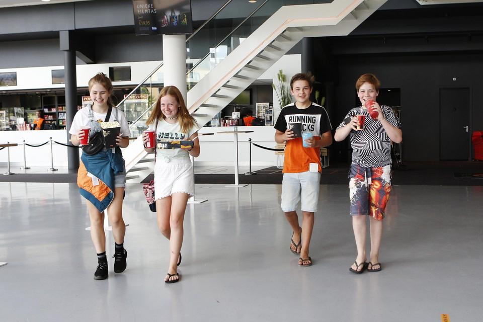 Nena, Djessie, Emiel en Kasper (vlnr) konden niet wachten om weer naar de bioscoop te gaan.
