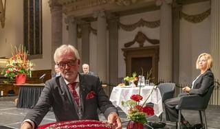 Een diepe zucht, een brok in de keel en dat was het dan. Burgemeester van Alkmaar Piet Bruinooge legt zijn ambtsketting definitief op het kussen. En je kon een speld horen vallen