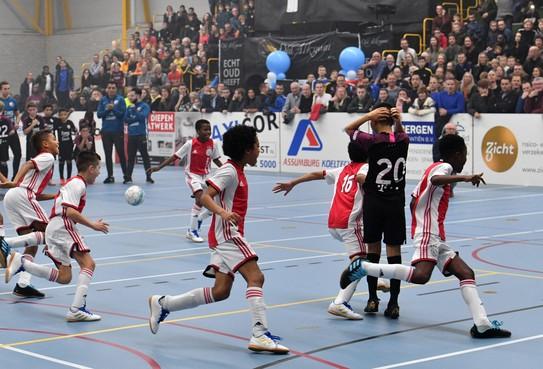 AZ overleeft poulefase op Boardingtoernooi Akersloot niet en moet titel afstaan aan Ajax