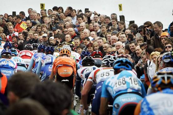 Toen er op 5 april nog wél gesport werd: toeschouwers in Vlaanderen tegen elkaar aan geplakt