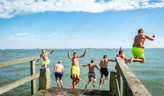 Kinderen zien geen gevaar in zwemmen Markermeer: 'Bij Slobbeland is het gevaarlijker'