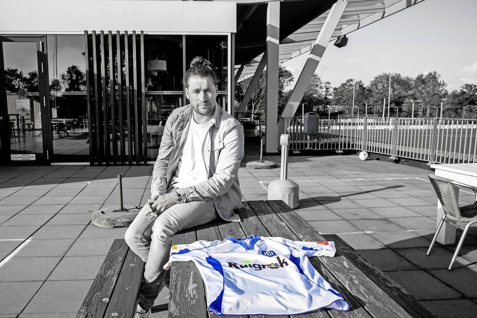 Jurjen Dikker op het complex van SV Hillegom. ,,Het mooie proces van teamvorming kan ik nog niet missen.''