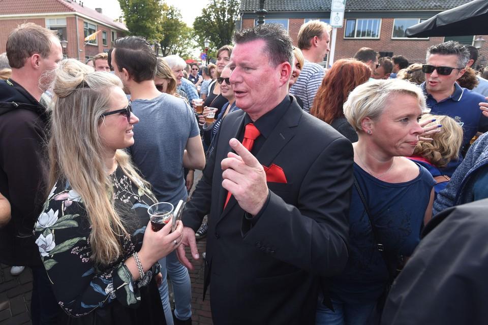 Voorzitter Mark Veen van de Harddraverijvereniging in Enkhuizen tijdens een eerdere editie. ,,De intentie is aanwezig om dit jaar te draven, vanavond neemt het bestuur een besluit.''
