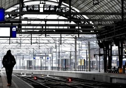 Treinen rijden weer van en naar Amsterdam Centraal na sein- en wisselstoring