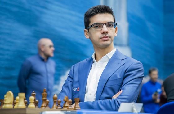 Schaker Giri speelt ook remise tegen Caruana in Wijk aan Zee