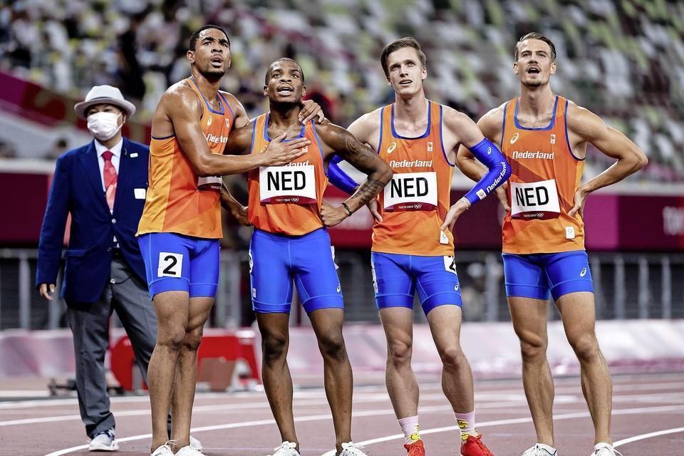 De Nederlandse mannen tijdens het 4x100 meter mannen in het Olympisch Stadion tijdens het atletiektoernooi van de Olympische Spelen in Tokio.