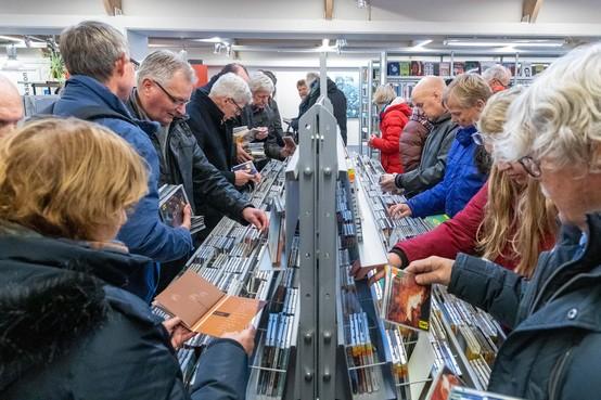 Muziekliefhebbers slaan hun slag in bibliotheek van Hoorn