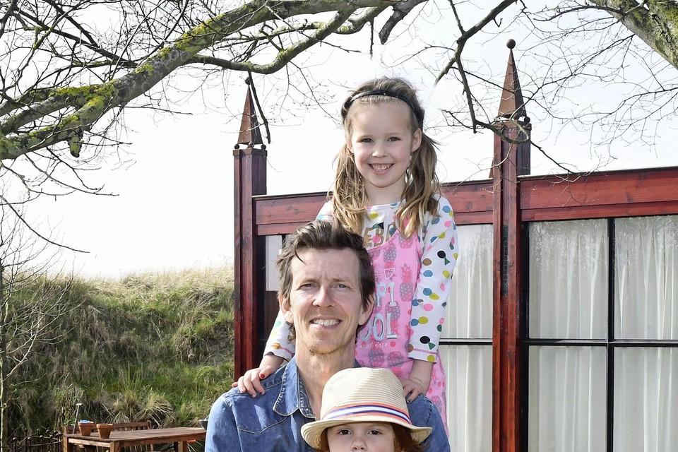 Gijs van de Wint heeft met zijn zoontje Gijs en dochter Sophia zijn draai weer gevonden in Den Helder