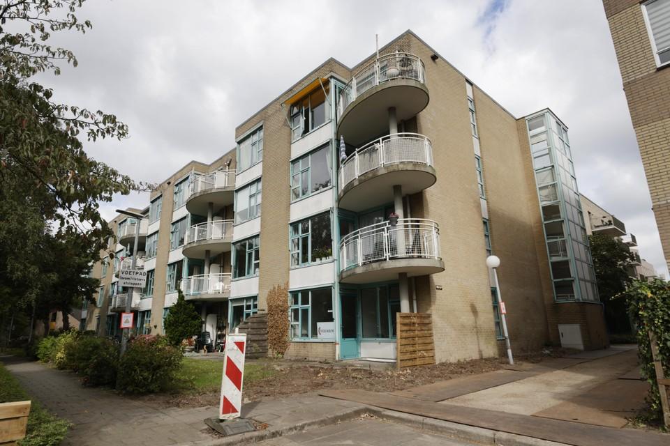 In opdracht van Dudok Wonen start VIOS Bouw binnenkort met de verduurzaming en renovatie van de 54 woningen.