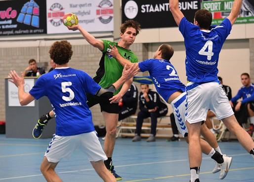 Vrone/Berdos-trainer Roland Verduin hoopt maar dat zijn spelers conditie bijhouden zodat handballers fit genoeg zijn indien ze toch mogen spelen voor promotie naar eredivisie