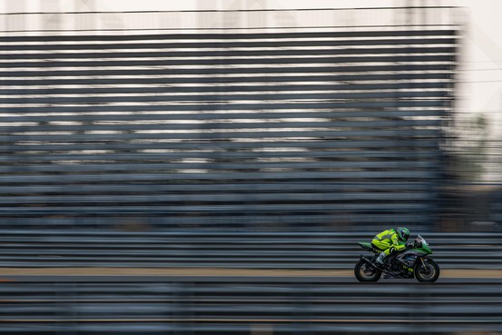 Motorcoureur Rob Hartog slaat advies medici in de wind en racet naar eerste twee WK-punten