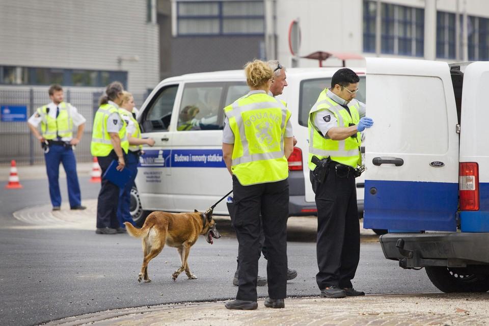 In 2013 deed de politie al invallen in het havengebied bij panden die illegaal werden bewoond. De massale illegale bewoning van vakantiepark Fort Oranje is dit maal de aanleiding voor een onderzoek naar illegale bewoning.