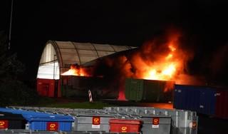 Brand in containers bij recyclebedrijf Alkmaar [video]