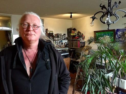 Onderweg: Bergenaar Mark Boesveld (54) is 'verzamelaar van vaardigheden'. Muziekdocent, bassist van Camusto, vechtsporter, techneut, monteur, wapenspecialist en natuurkenner