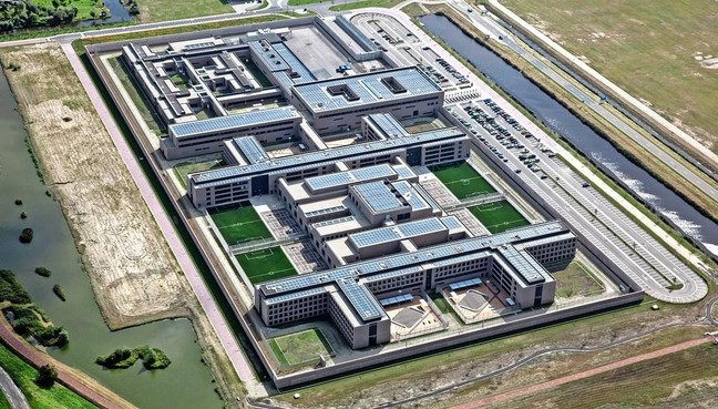 Lek in beveiliging gevangenis Zaanstad, medewerker neemt luchtdrukwapen mee naar binnen