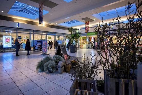 Geen overlast van hangjeugd meer in Beverwijks Winkelcentrum Wijkerbaan nu als laatste redmiddel de bankjes zijn weggehaald