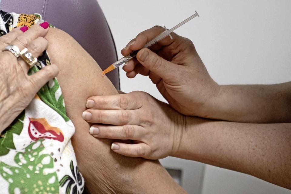 Wie jonger dan zestig wordt uit voorzorg niet meer met AstraZeneca gevaccineerd.
