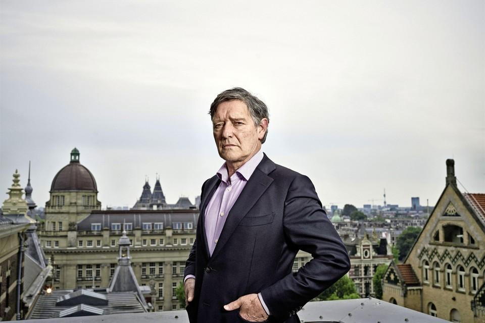 Pierre Bokma speelt de rol van vastgoedmagnaat Maurits Caransa.