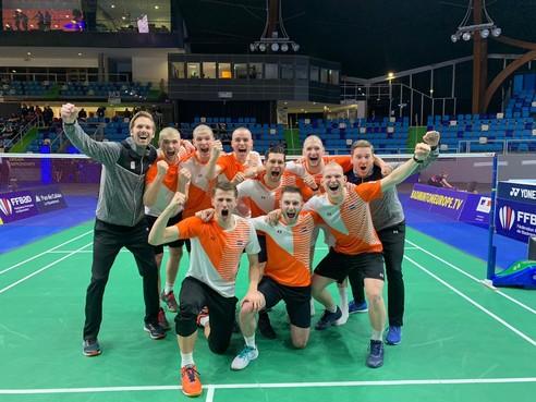 Badmintonner Finn Achthoven komt zonder haar, maar met een historische medaille terug van EK voor landenteams
