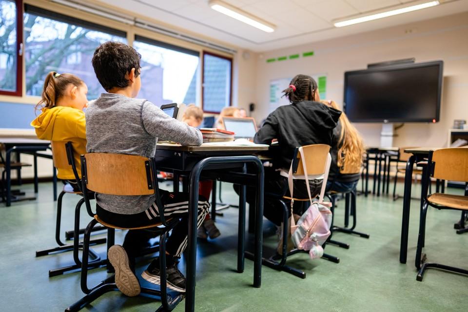 Zo'n dertig procent van de leerkrachten op de basisschool geeft nog gewoon fysiek les, op school of in de noodopvang.