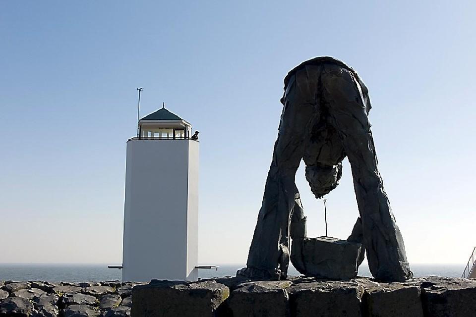 De Dijkwerker zoals die staat bij Het Monument op de Afsluitdijk.