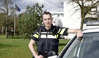 Huftergedrag in het Hilversumse verkeer opnieuw aangepakt. 'We zien veel 18- en 19-jarigen die te hard rijden' [video]