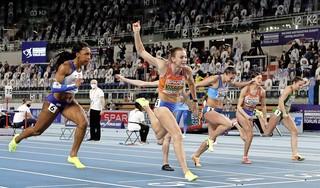Nadine Visser is uit ander hout gesneden. Ze wint de 60 meter horden op haar sloffen, ogenschijnlijk