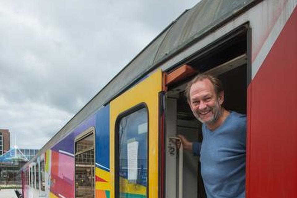 Harry de Boer bij zijn TrainLodge op Sloterdijk.