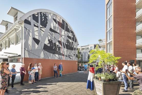 Straatkunst David de la Mano onthuld in Haarlem