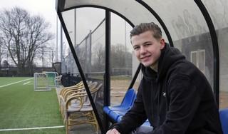 De voetbalcarrière van Milan Zonneveld bevindt zich in een stroomversnelling, boomlange spits stapt over van DEM naar FC Volendam: 'Het wordt hard werken, ik ben dan wel bijna twee meter, maar ik moet nog altijd fysiek sterker worden'