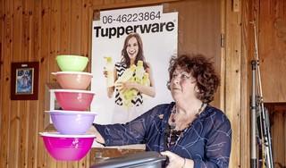 Gerda (68) wist niet wat ze hoorde. Dat Tupperware besluit te stoppen in Nederland komt bij verkopers als zij als donderslag bij heldere hemel