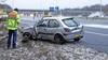 Gladheid op de A1 bij Eemnes: bestuurder verliest macht over het stuur in bocht en crasht in berm