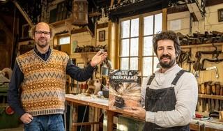 De liefde voor het opknappen van stokoude huizen; Stefan Witteman uit Neck, 'man in zijn werkplaats', samen met nog 29 vakmannen geportretteerd in boek
