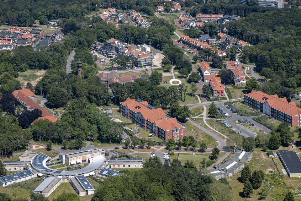 Luchtopname van de eveneens in Duin en Bosch gelegen wijk Koningshof.