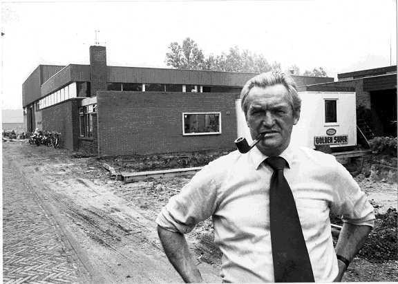 Wiet Abercrombie in 1983 bij zijn bedrijf in Uitgeest.
