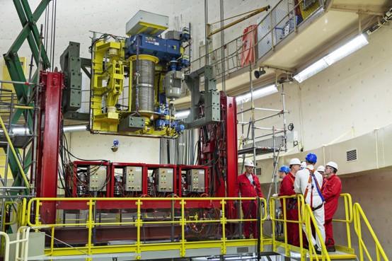 Installatie nieuwe halkraan in reactor spannende operatie voor NRG [video]