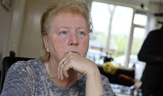 Na 31 jaar dienst bij Dekamarkt krijgt Jolanda (60) ontslag op staande voet. Reden? Het weggeven van spaarproducten. 'Je doet het niet expres', zegt de Oosterblokkerse, die hoopt dat anderen van haar verhaal leren