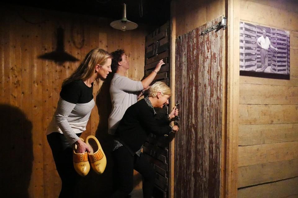 Escaperoom Warmenhuizen wordt al gevonden door veel mensen. Zo ook door personeel van verpleeghuis Oudburch in Bergen, dat hier van een uitje geniet.
