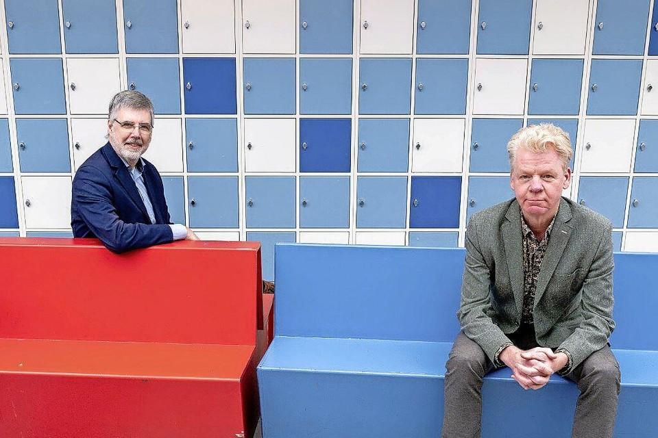 Hans Nijdeken (links) en René Rigter in de hal van het Stedelijk Dalton College.