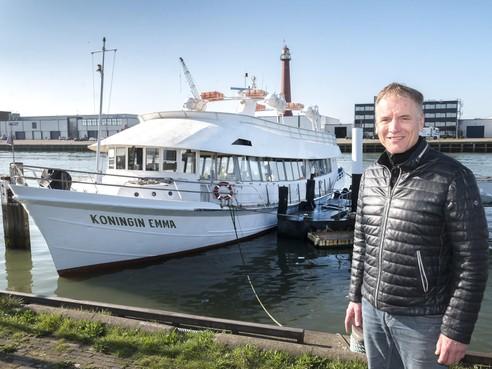 Voor rondvaartbootkapitein Adriaan Jumelet bestaat er geen dag zonder varen