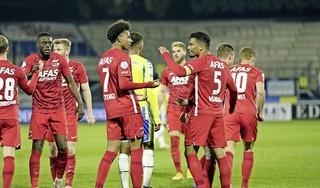 'Het kwartje moet wel gaan vallen bij hem', zegt AZ-trainer over Stengs na zomeravondvoetbal tegen RKC