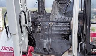 Twee graafmachines in brand in Velsen-Zuid