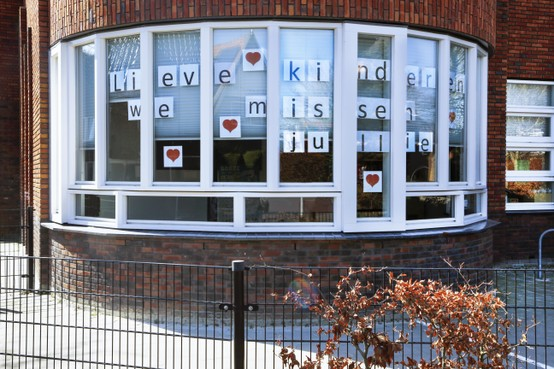 Leerkrachten Bosbeekschool Santpoort-Noord sturen liefdevolle boodschap naar leerlingen