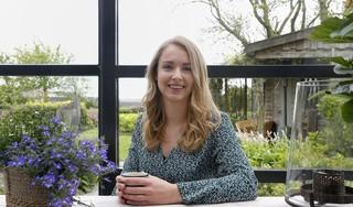 Jessy Oudeman is happy en deelt dat graag met andere millennials