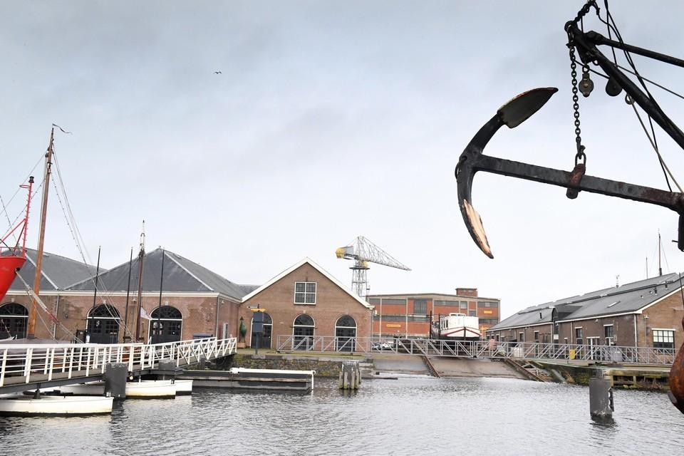 Het stadhuis moet op Willemsoord worden gevestigd in twee gebouwen.
